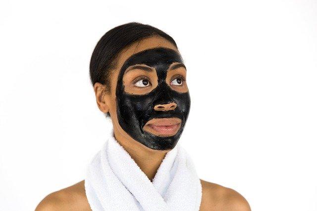 Peeling skóry głowy a peeling twarzy – podobieństwa i różnice
